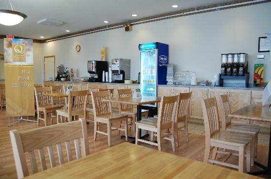Quality Inn Rochester Airport: Breakfast Room