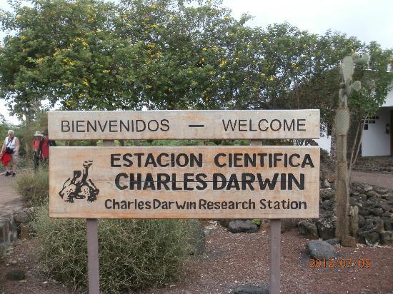ปวยร์โตอาโยรา, เอกวาดอร์: Sign welcoming you to the Center