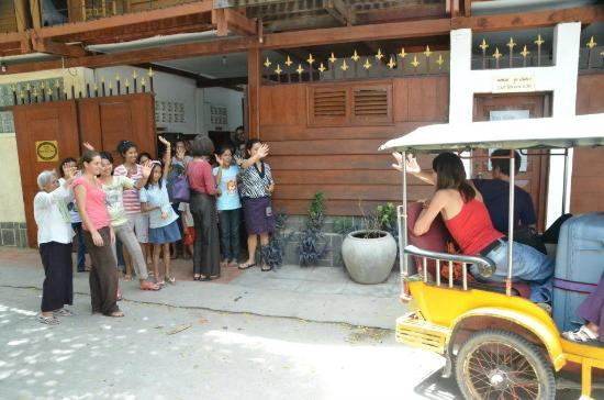YK Art House: outside- staff saying goodbye to volunteers