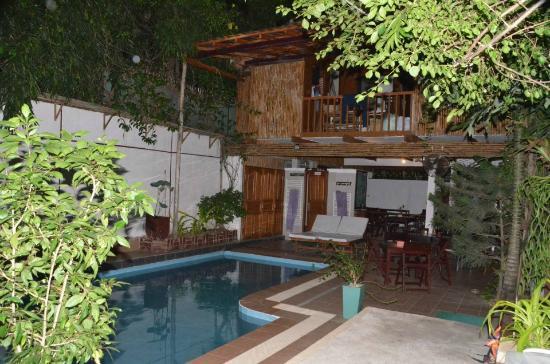 You Khin House: pool