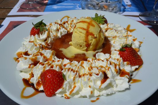 La Croisette Cafe : tarte tatin a la crema chantilly