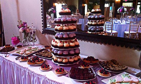 Truffles Bakery and Kitchen: Dessert tables...