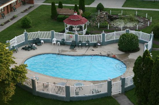 Days Inn Lebanon Valley: pool