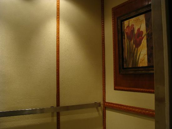 Days Inn Lebanon Valley: elevator