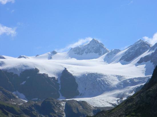 Bormio, Itália: ghiacciaio visto dal passo gavia