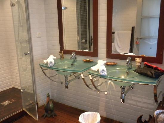 Le Moulin a Huile: salle de bain
