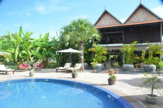 Battambang Resort: pool area with dining area in background