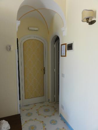 Villa Mimosa Maison Deluxe B&B: ingresso della stanza
