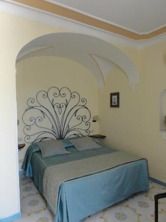 Villa Mimosa Bed & Breakfast Resort: letto matrimonale
