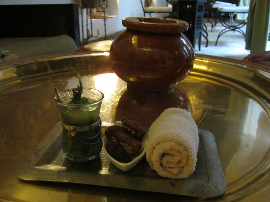Angsana Riads Collection Morocco - Riad Bab Firdaus : Welcome drink of lemon juice and mint, with stuffed dates and a cool towel.