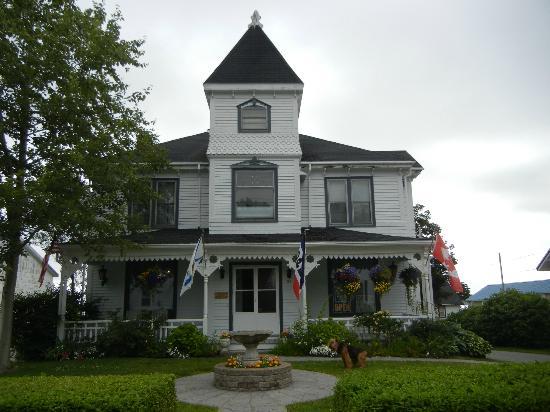 Come From Away B&B Inn: Main House