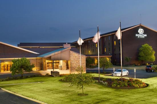 Doubletree Collinsville/St. Louis: Exterior