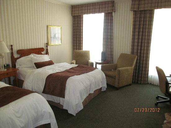 Delta Hotels by Marriott Barrington: Nice comfortable room.