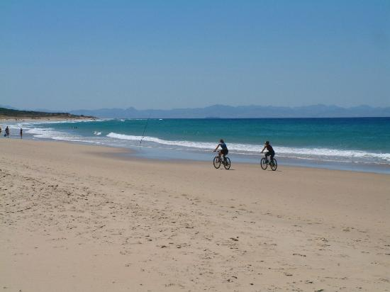 Playa de Bolonia: Bolonia Beach goes on for... miles! Africa inbackground too