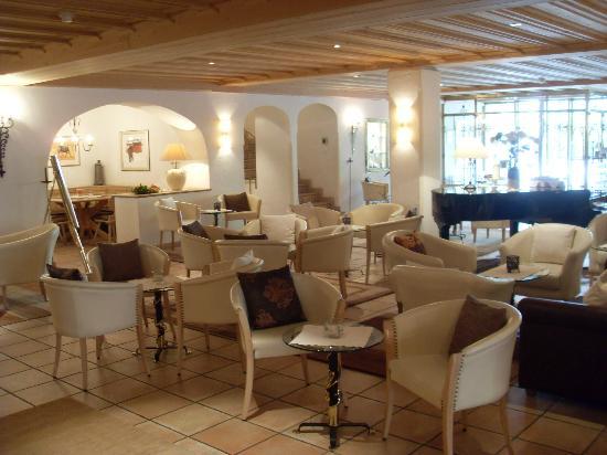 Hotel Chasa Montana : Main hall bar area