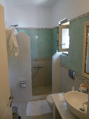Aquapetra Hotel: Salle de bain