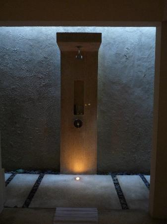 Kayumanis Sanur Private Villa & Spa : Outdoor shower