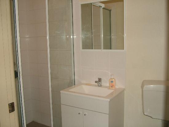 Bondi Gateway Hotel: Bondi Gateway Shared Bathroom