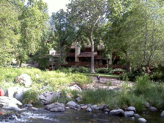 Junipine Resort: Looking at the resort from across the creek.
