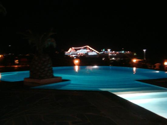 Makis Place: night view