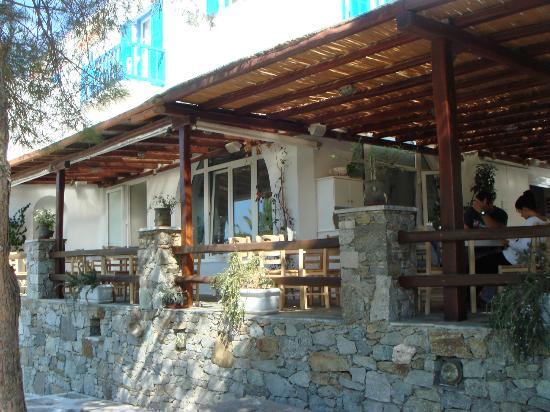 Makis Place: dining patio