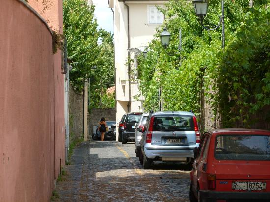 Relais Casa Vienna: Side street near the B&B