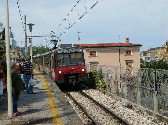 Relais Casa Vienna: Circumvesuvius train