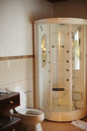 Napo Wildlife Center Ecolodge: Fancy Shower!!!