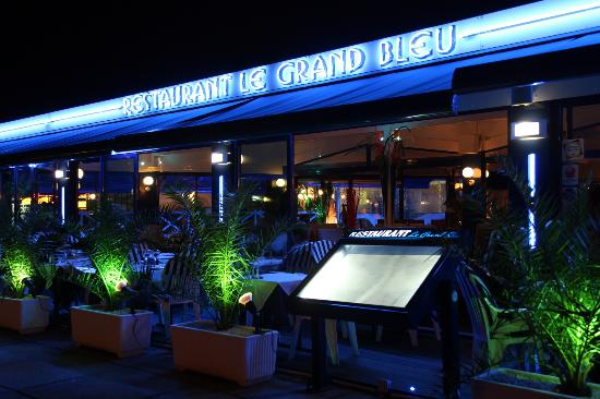 restaurant le grand bleu dans la grande motte avec cuisine fran aise. Black Bedroom Furniture Sets. Home Design Ideas
