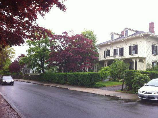 Marshall Slocum Guest House: Located on a residential street several blocks from the restaurants & shops