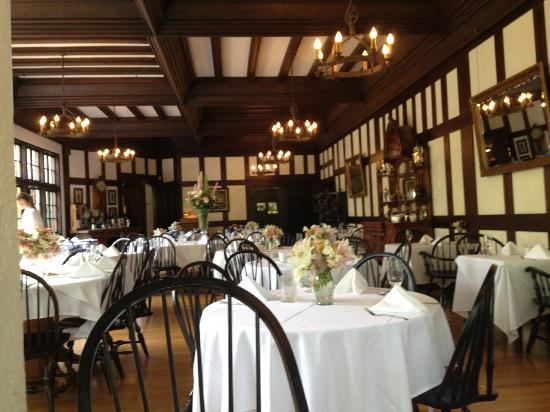 Benbow Historic Inn: The dining room