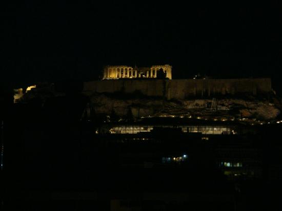 Acropolis Ami Boutique Hotel: night view from top of hotel