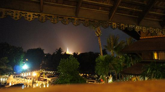 The Kandawgyi Palace Hotel : foto dall'hotel verso il lago