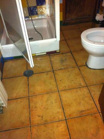 Lolo Urban House: bathroom