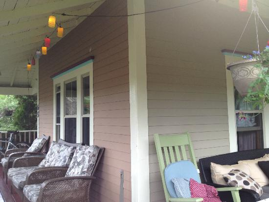 The Hideaway Inn: Wrap-around Porch