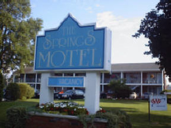 The Springs Motel : Front Entrance