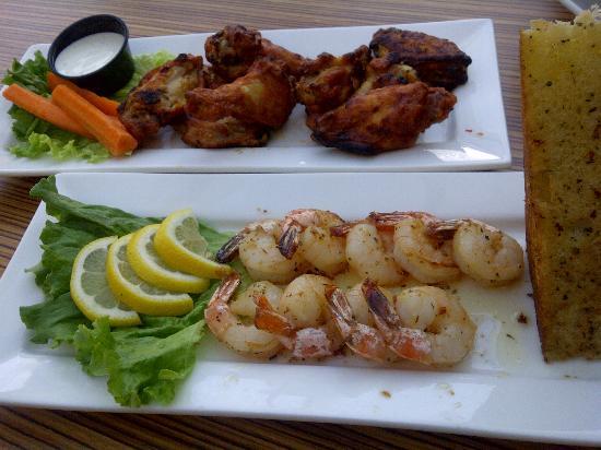 BEST WESTERN Mirage Hotel Restaurant: Vindaloo chicken wings and Pepper jumbo shrimp.