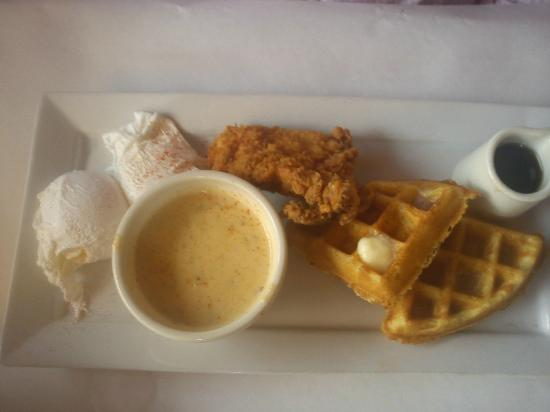 Hall Street Bar & Grill: Chicken and Waffles
