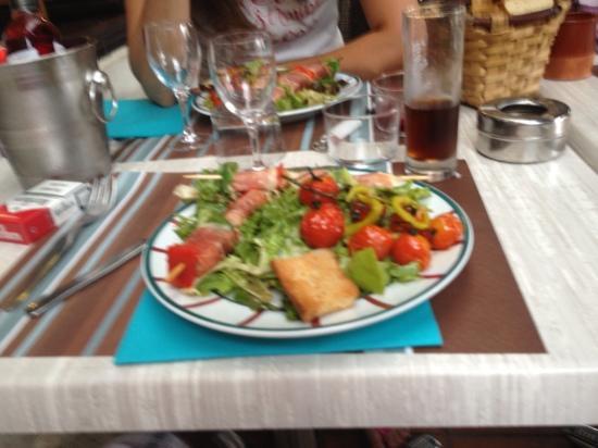 Le Grand Grill Basque : entrée brochette de serano au brebie