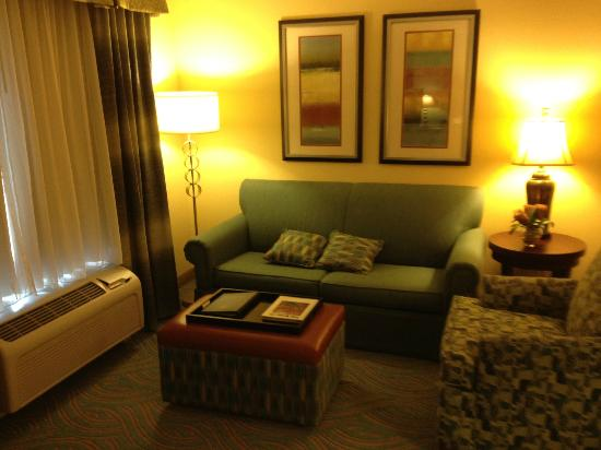 Homewood Suites by Hilton Palm Desert: sofa area