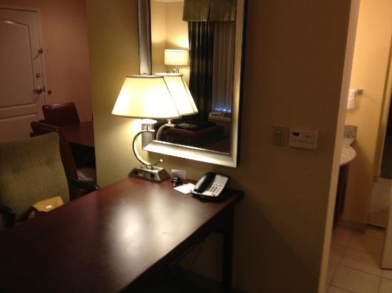 Homewood Suites by Hilton Palm Desert: little office desk for yoru computer