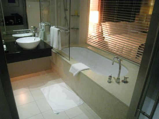 Well appointed bath with a great rain shower