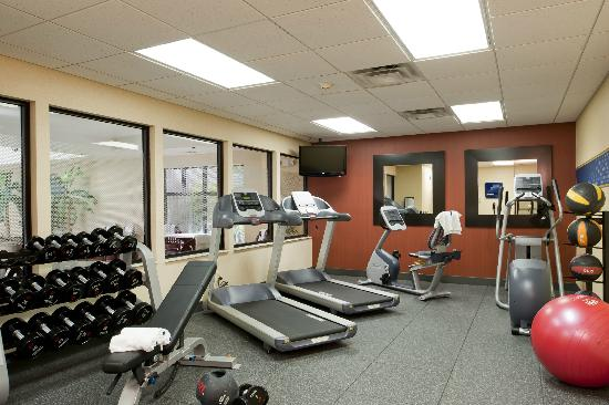 Hampton Inn and Suites-Chesterfield: Fitness Center
