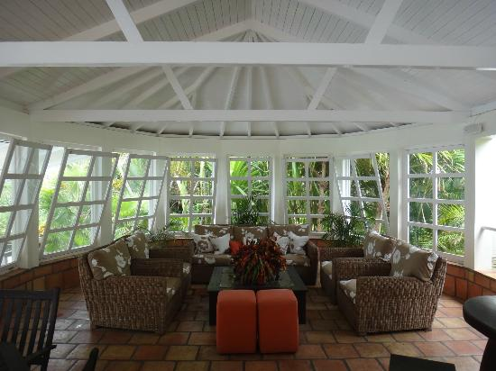 Montpelier Plantation & Beach: Pool-side lounge