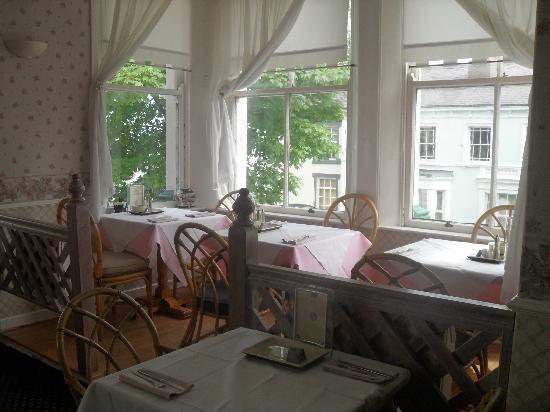 The Llandudno Hotel: breakfast room