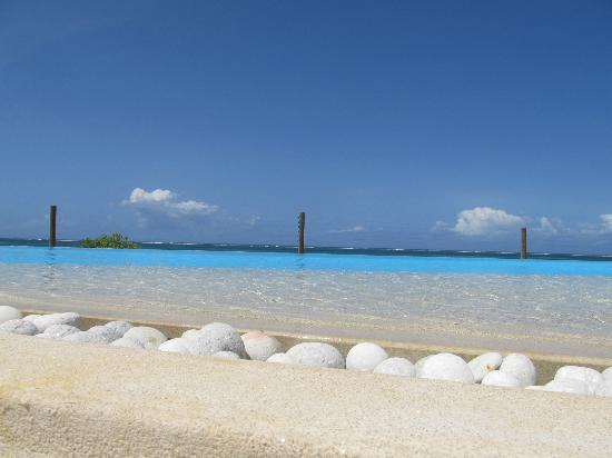 Villa Kalista: Relaxing poolside
