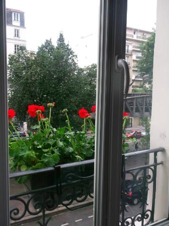 Europe Hotel Paris: beautiful flowers for 14th July