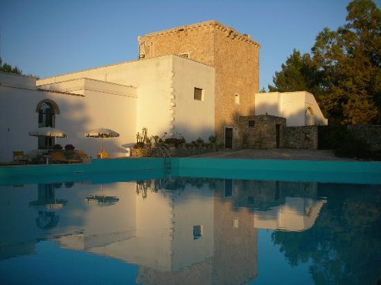 Torre Casciani Agriturismo: La piscina al tramonto