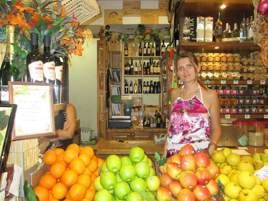 Bites of Florence Tours: Alina in the center market