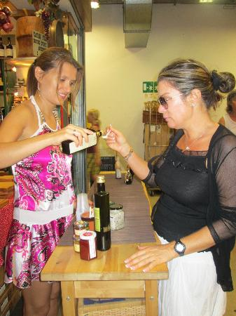 Bites of Florence Tours: Sia and Alina at Tasting